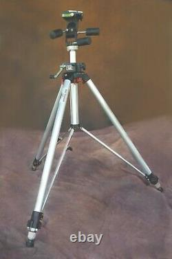 Quick Release Plate Bogen 3051 Pro PHOTO Tri-Pod with3047 Deluxe 3-Way Pan/